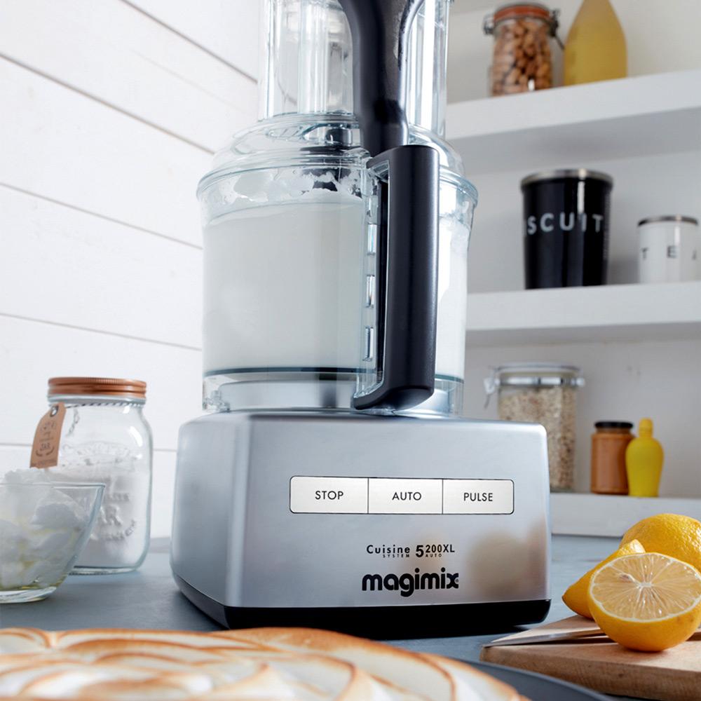 Magimix Cuisine Systeme 5200 XL - in der Kueche beim Erstellen einer Creme
