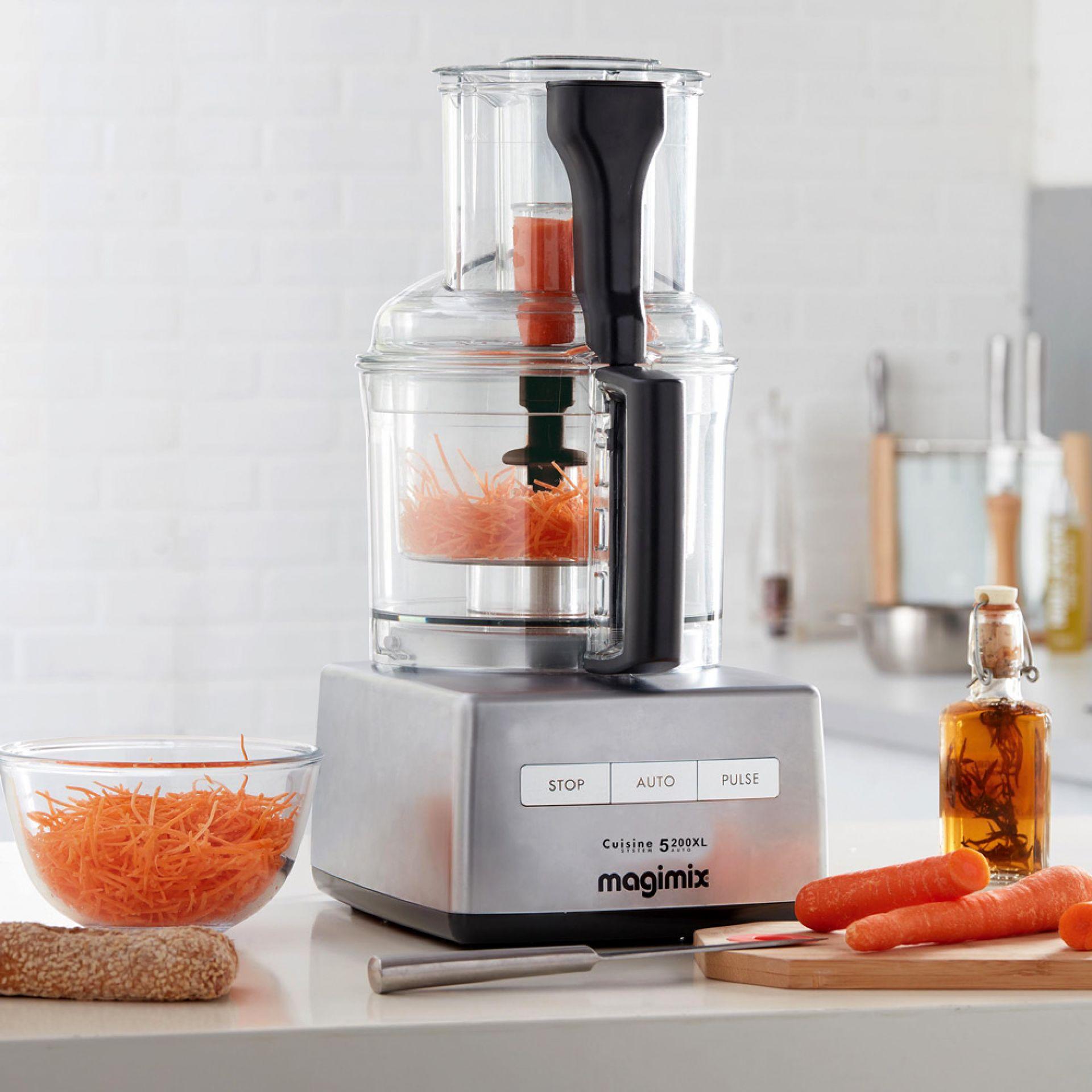 Magimix Cuisine Système 5300XL Anwendungsbeispiel mit Karotten