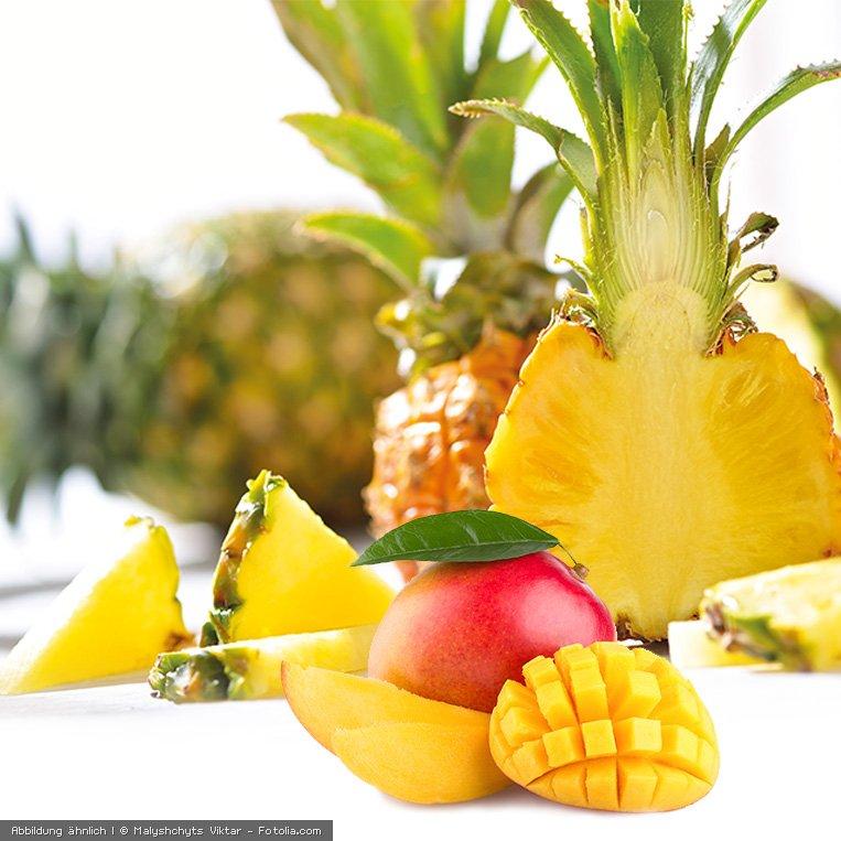 frische Ananas und Mango aufgeschnitten