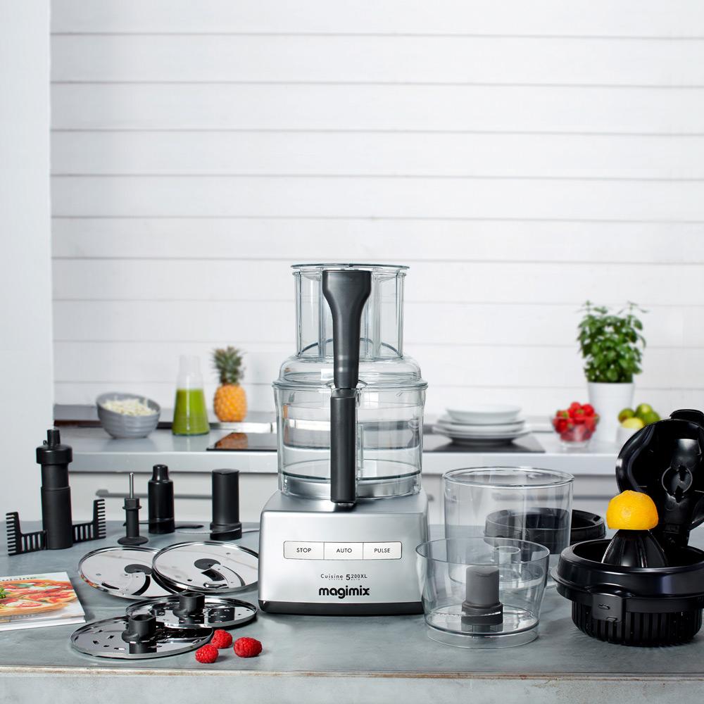 Magimix Cuisine Systeme 5200 XL - in der Kueche mit Zubehoer